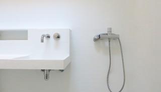 polyester-capsule-sanitair-lavabo-douche-vooraanzicht-atelier-Cadix